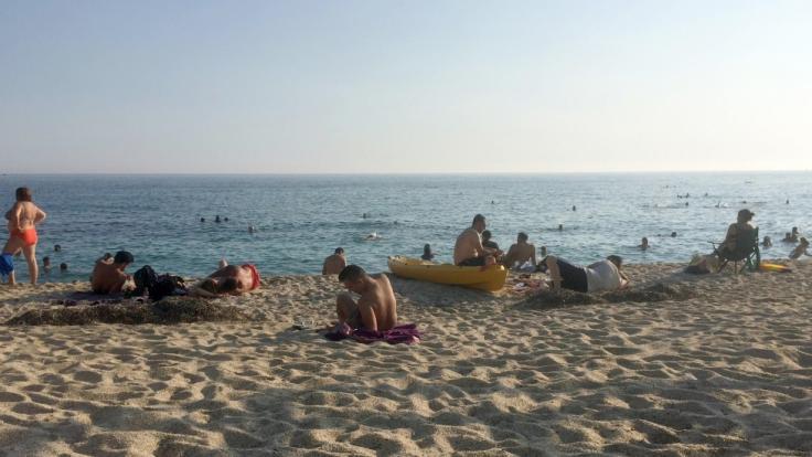 Eine 35 Jahre alte Frau aus Deutschland ist am Strand von Alanya in der Türkei tot aufgefunden worden - offenbar wurde die Touristin erwürgt (Symbolfoto). (Foto)