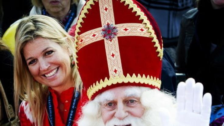 Wenn die Ankunft von Sinterklaas in den Niederlanden die Weihnachtszeit einläutet, sind auch Königin Maxima und Prinzessin Amalia mit von der Partie.