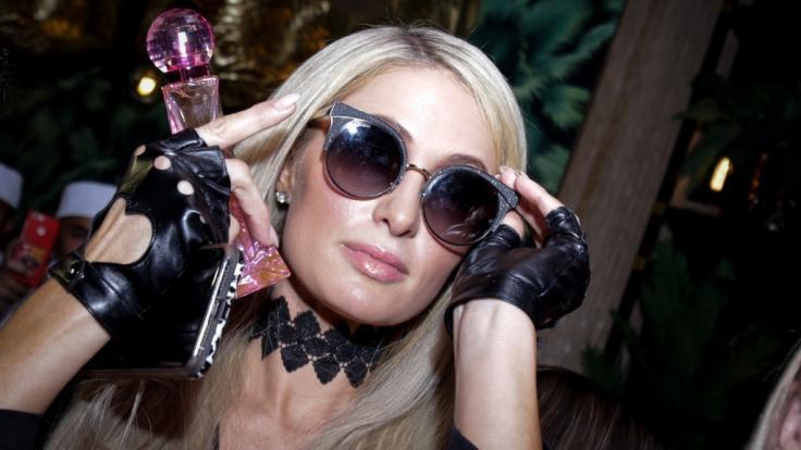 Paris Hilton schwebt als Fee durchs Netz. (Foto)