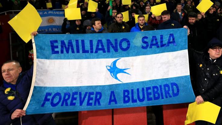 Der mutmaßliche Flugzeugabsturz des argentinischen Fußballprofis Emiliano Sala hat Fußballfans in aller Welt bestürzt.