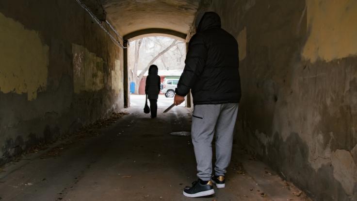 Im Norden Londons wurde eine 31-jährige Frau von zwei unbekannten Männern vergewaltigt, die jetzt von der Polizei gesucht werden (Symbolbild). (Foto)