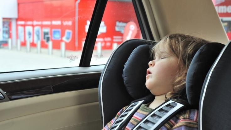 Hohe Temperaturen in Autos können besonders Kindern gefährlich werden. (Foto)
