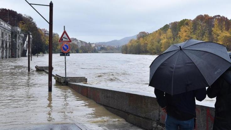 Starke Regenfälle haben einen großen Teil Norditaliens vielerorts für Hochwasser gesorgt. Auch der Fluss Po trat über seine Ufer. (Foto)