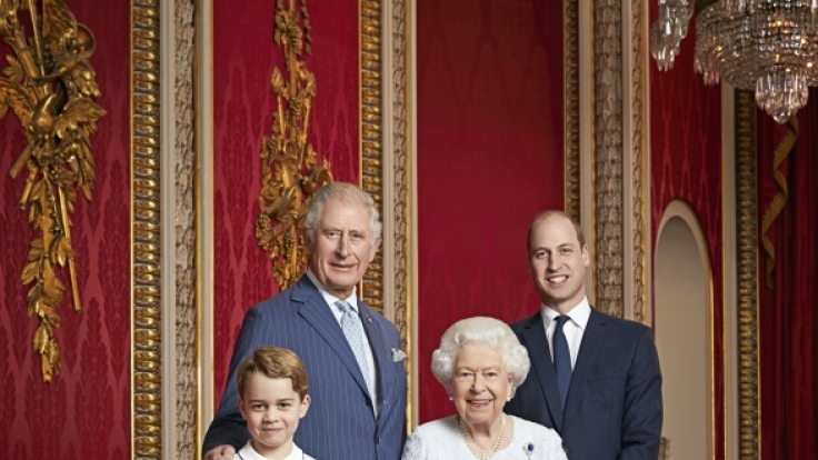 Queen Elizabeth II. strahlt im Kreise der künftigen Könige von England.