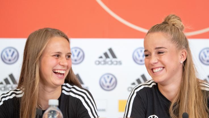 Klara Bühl (l) und Giulia Gwinn.