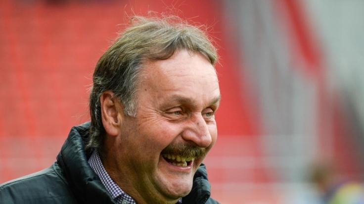 Hatte gut Lachen - trotz Falschparkens: Peter Neururer. (Foto)