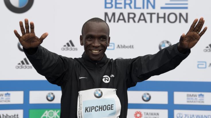 Der Kenianer Eliud Kipchoge hat beim Berlin-Marathon einen Weltrekord aufgestellt. (Foto)