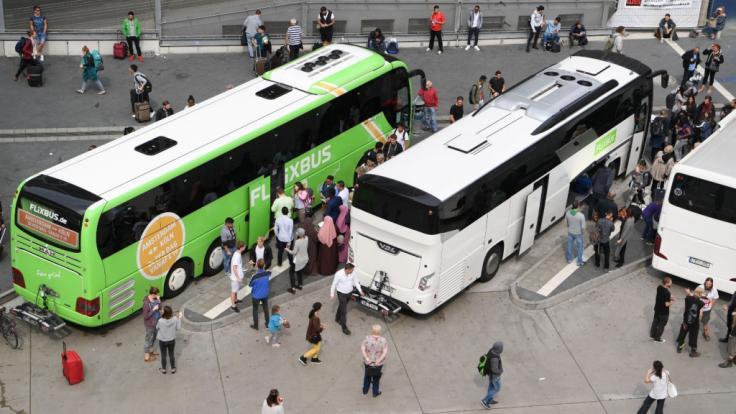 In Gelsenkirchen greift ein Autofahrer einen Busfahrer an und schlägt ihn vor dessen Fahrgästen krankenhausreif. (Symbolbild)