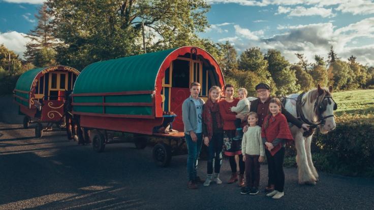 Angelo Kelly mit seiner Frau und den fünf Kindern.