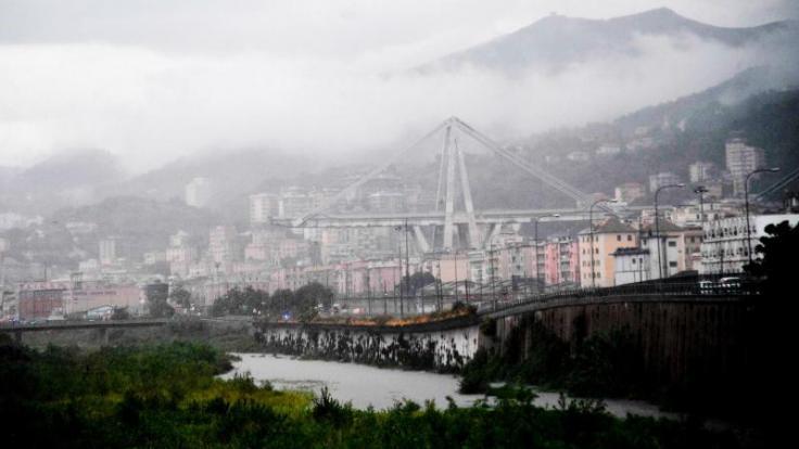 Nach dem Einsturz der Autobahnbrücke Ponte Morandi bei Genua kann es in der gesamten Region Ligurien zu Verkehrsbehinderungen kommen. (Foto)
