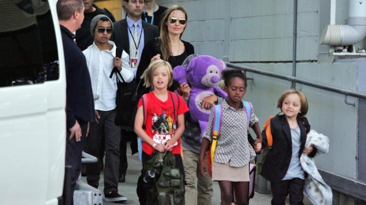 Angelina Jolie an ihrem 40. Geburtstag mit ihrer Rasselbande (v.l.n.r.): Maddox, Shiloh, Zahara und Knox.