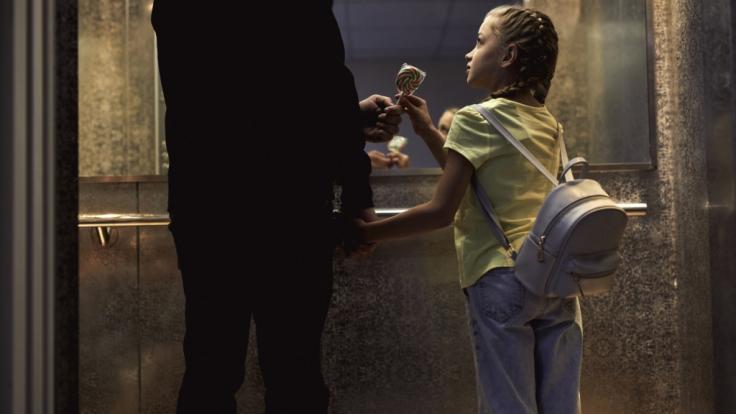 Ein verurteilter Sexualverbrecher soll in Russland zwei Schulmädchen vergewaltigt und ermordet haben - zuvor kaufte er seinen Opfern Süßigkeiten (Symbolbild). (Foto)