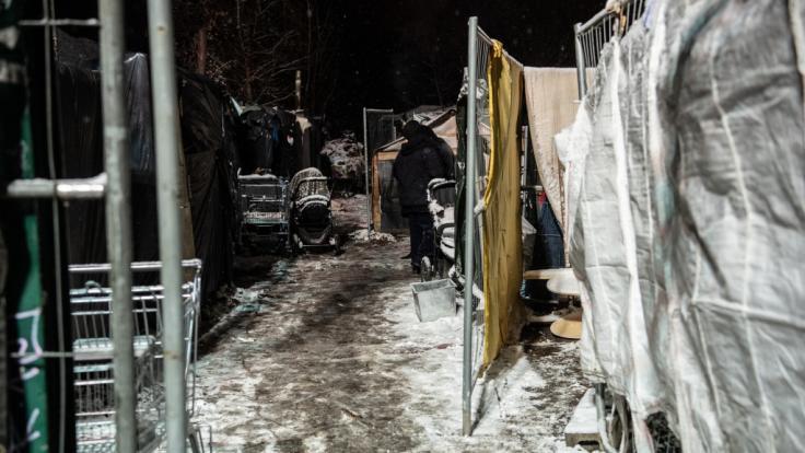 Berlins größtes Obdachlosencamp wird wegen des erwarteten Schneechaos geräumt. (Foto)