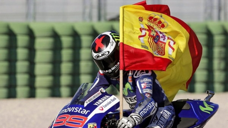 Jorge Lorenzo feiert seinen Sieg beim MotoGP-Finale in Valencia. (Foto)