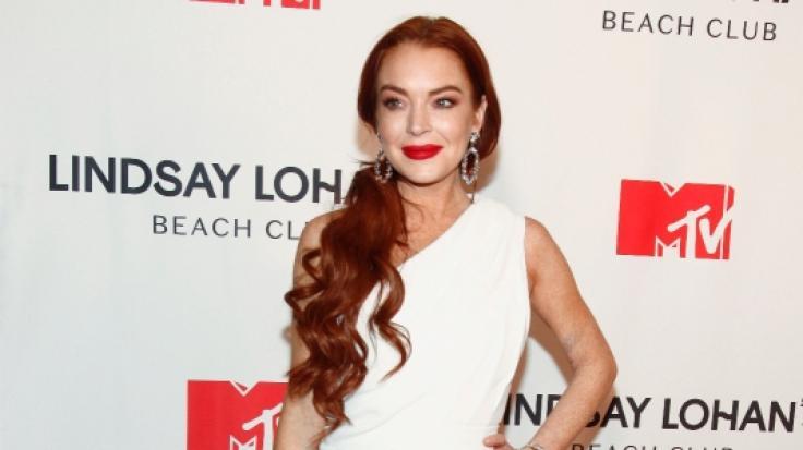 Lindsay Lohan verwöhnte ihre Fans mit einer Fotoreihe, die sie im sexy Badeanzug zeigt. (Foto)
