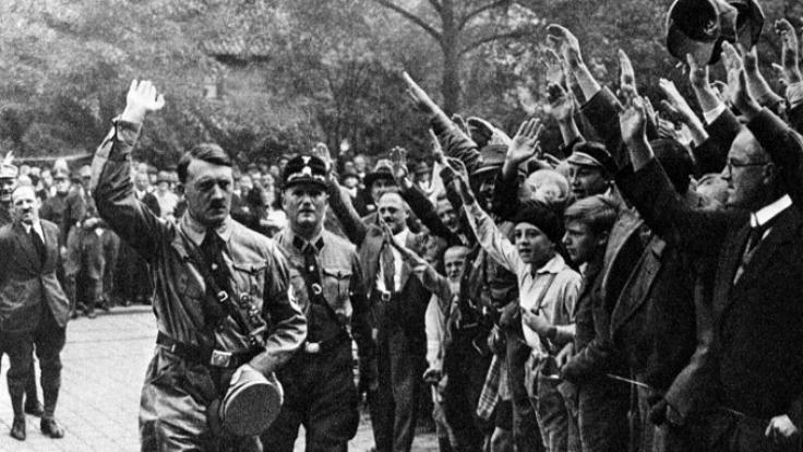 Auf Facebook hat Adolf Hitler viele Anhänger.