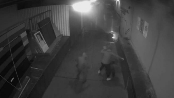 Nach der Attacke auf den AfD-Politiker Magnitz hat die Polizei ein Tatvideo veröffentlicht.