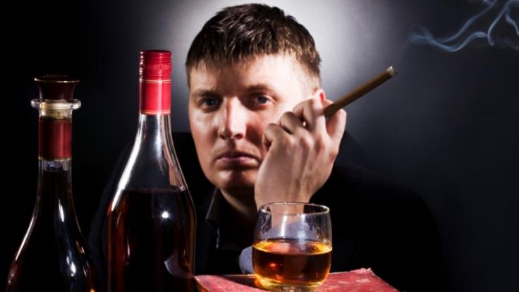 Nikotin. Alkohol und Übergewicht - all dies sind Risikofaktoren, die zu einer Lebererkrankung führen. (Foto)