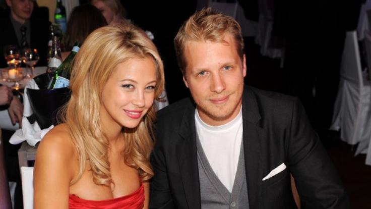 Ein Bild aus glücklichen Zeiten, als Oliver Pocher und Alessandra Meyer-Wölden noch ein Paar waren. Jetzt, da die 33-Jährige erneut mit Zwillingen schwanger ist, holt ihr Ex zu einer fiesen Attacke aus. (Foto)