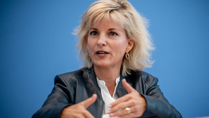 De Bundesdrogenbeauftragte Daniela Ludwig (CSU) fordert bevorzugte Coronavirus-Impfungen für Suchtkranke. (Foto)
