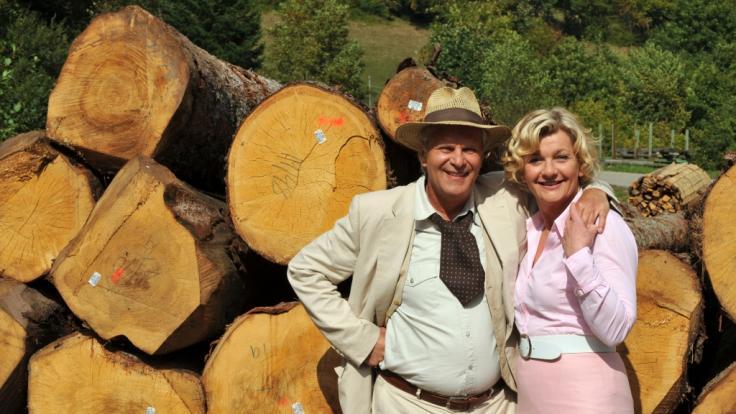 Saskia Vester posiert zusammen mit Kollege Peter Sattmann. (Foto)