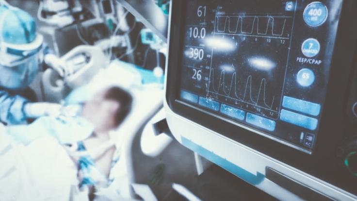 Ein Rechner soll es ermöglichen, die Schwere der eigenen Covid-19-Erkrankung zu berechnen. (Foto)