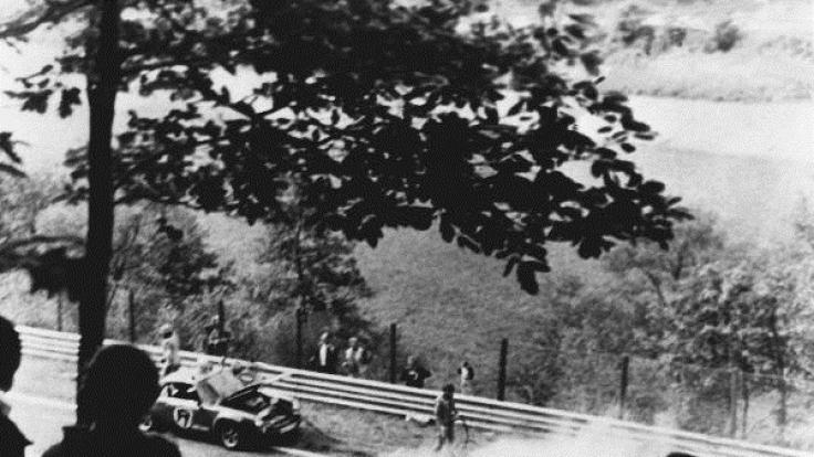 Der brennende Ferrari von Niki Lauda.