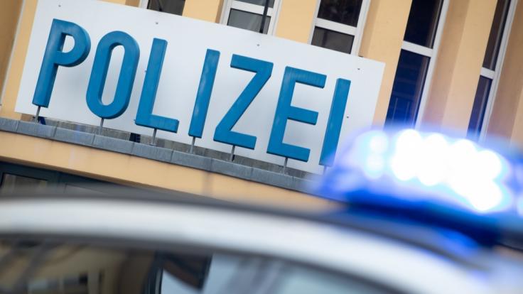 Die Polizei in Rheinland-Pfalz ermittelt nach dem Fund dreier Leichen in einem ausgebrannten Pkw in Bad Dürkheim (Symbolbild).