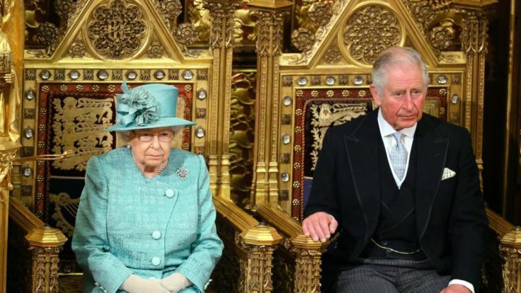 Prinz Charles (rechts) begleitete Queen Elizabeth II. zur Wiedereröffnung des britischen Parlaments.