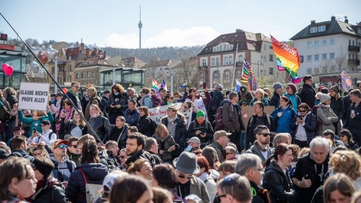 In Stuttgart werden Tausende zu einer Demonstration gegen die Corona-Politik erwartet. (Foto)
