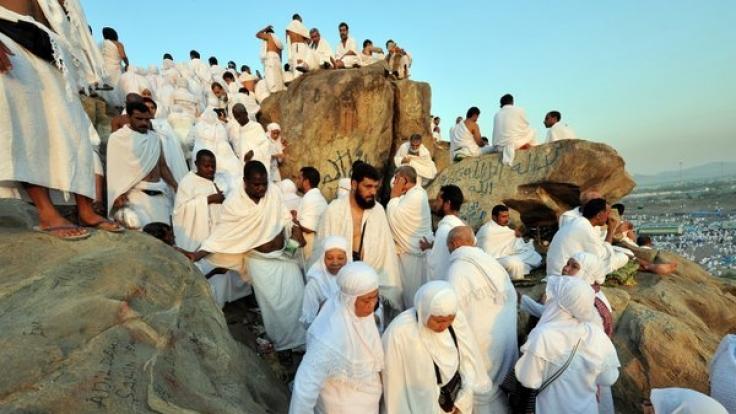 Tausende Menschen begeben sich jedes Jahr auf Pilgerreise nach Mekka.