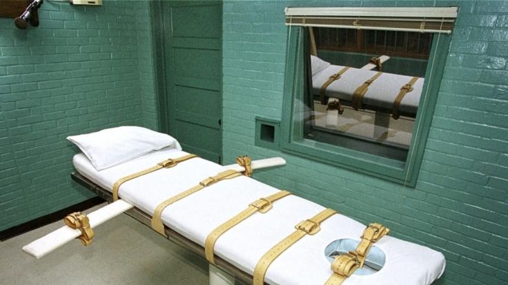 Auf so einer Liege werden Todeskandidaten per Giftspritze hingerichtet. (Foto)