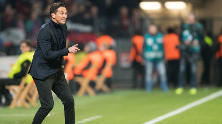 Leverkusen-Coach Roger Schmidt plagten vor dem Spiel gegen Augsburg ganz andere Sorgen. Angeblich soll an seinem Stuhl gesägt werden. (Foto)
