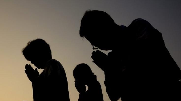 In Japan betete man am Donnerstagmorgen für die Opfer von Hiroshima. (Foto)