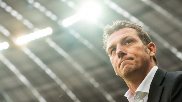 Schalke-Coach Markus Weinzierl läuft vor dem Spiel gegen Bayern München am 19. Spieltag (04.02.2017) in der Allianz Arena in München.