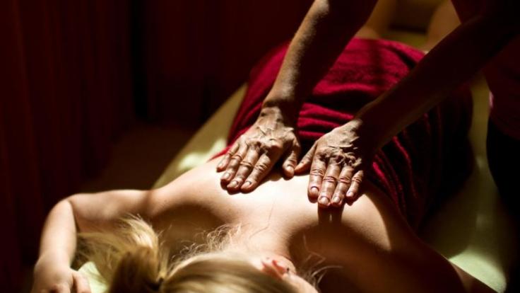 Den eigenen Körper kennen und spüren zu lernen ist ein wichtiger Teil des tantrischen Konzeptes. (Foto)