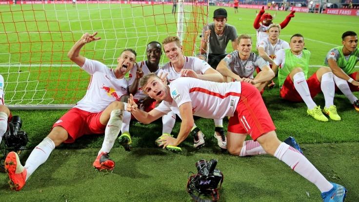 RB Leipzig feiert den Sieg über den BVB. (Foto)
