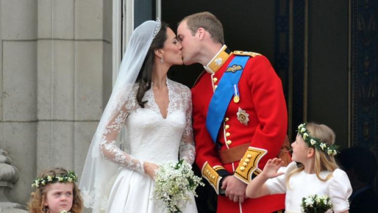 Kate Middleton und Prinz William auf dem Balkon des Palastes. (Foto)