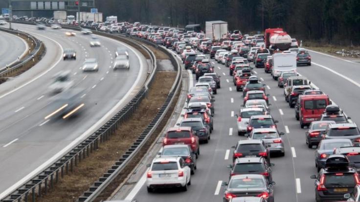 Laut ADAC-Prognose sorgt kann Beginn der Winterferien auf den deutschen Fernstraßen für Staus und Behinderungen sorgen. (Foto)