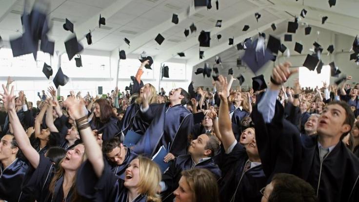 Stipendiaten profitieren nicht nur finanziell. Ihnen werden auch zielgerichtete Bildungschancen außerhalb des Studiums geboten. (Foto)