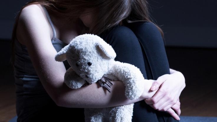 Bis zu eine Million Kinder sind in Deutschland von Missbrauch betroffen. (Foto)