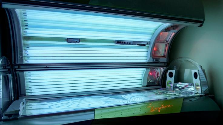 Der Solariumbesuch erhöht nicht nur das Melanomrisiko deutlich. (Foto)