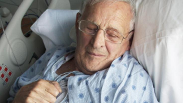 Immer mehr Menschen werden älter - auch das erklärt die Zunahme von Krebs. (Foto)