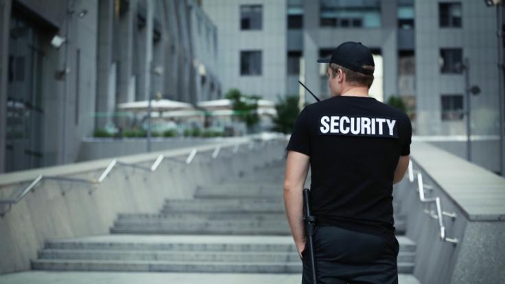 In Wien sollen neun Security-Angestellte ein 13-jähriges Mädchen für sexuelle Handlungen bezahlt haben (Symbolbild).