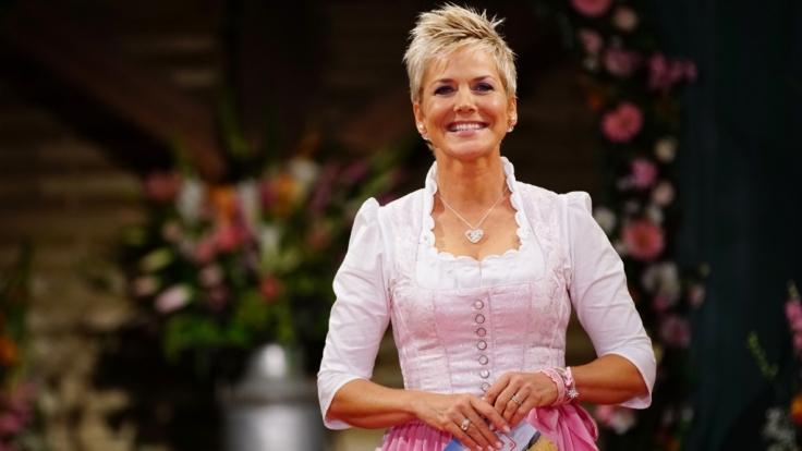 """Inka Bause besucht im TV-Special """"Bauer sucht Frau - Das große Wiedersehen"""" ehemalige Teilnehmer und schaut, wie es ihnen in der Zwischenzeit ergangen ist. (Foto)"""