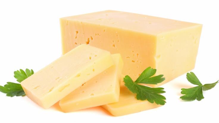 Aufgrund von möglichen Gesundheitsgefahren wird im November 2019 Cheddar-Käse zurückgerufen (Symbolbild).