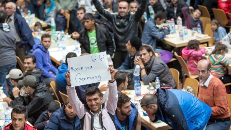 Willkommenskultur: Flüchtlingen in Deutschland wurde viel Nächstenliebe entgegen gebracht. (Foto)