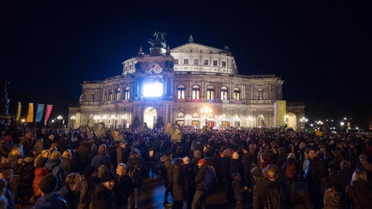 Altes Europa gegen Fremdenhass. Teilnehmer einer Kundgebung des Bündnisses