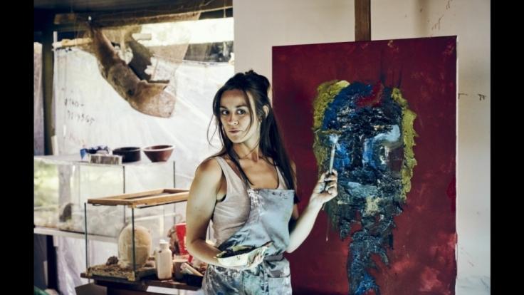 """Victoria Sordo spielt die Künstlerin Alma in """"Am Abend aller Tage"""". (Foto)"""