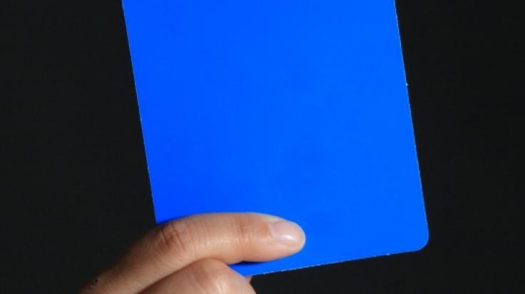 Beim Handball gibt es nicht nur gelbe und rote, sondern auch blaue Karten.